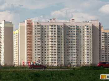 Вид на жилой комплекс с улицы